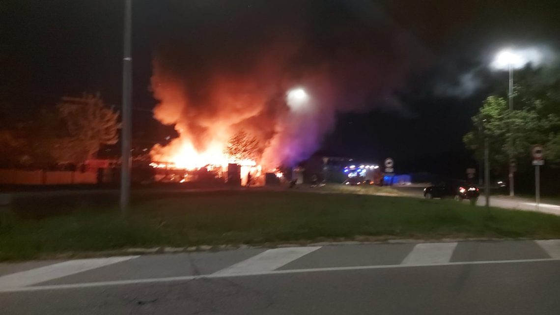 Melegnano, esplosione in un magazzino edile