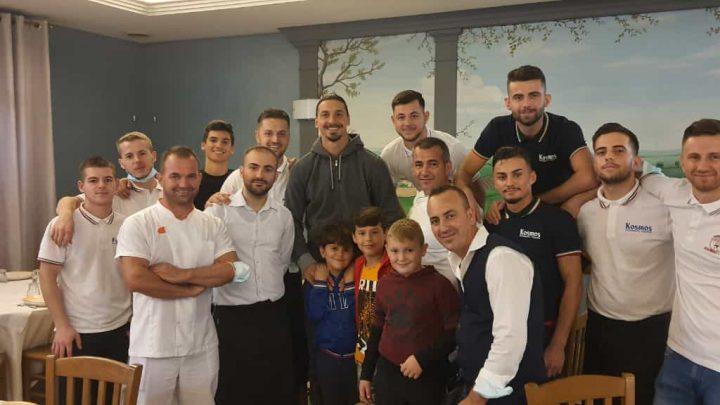 """Ibrahimovic al ristorante """"Kosmos"""" di Cerro al Lambro"""